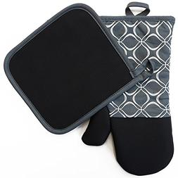 Shaped Oven Mitts and Pot Holders Set of 2 for Kitchen Set W